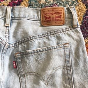 Levi's Light Wash BF jeans